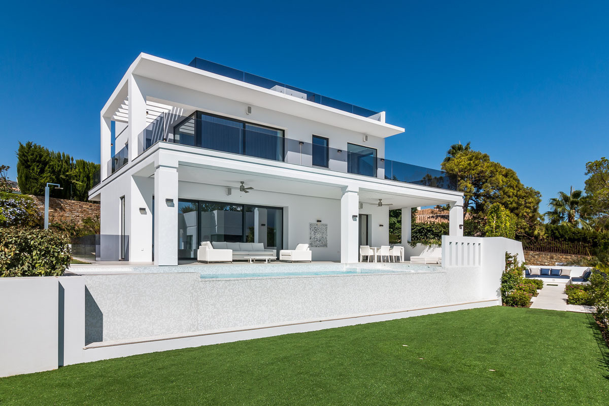 Incredible and contemporary villa in Marbella Nagueles We offer you the opportunity to acquire this , Spain