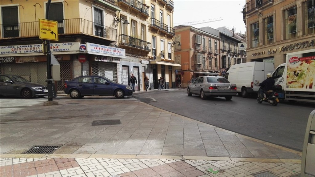 Commercial premises in a central area with all kinds of services. Perfect location, very busy enviro,Spain