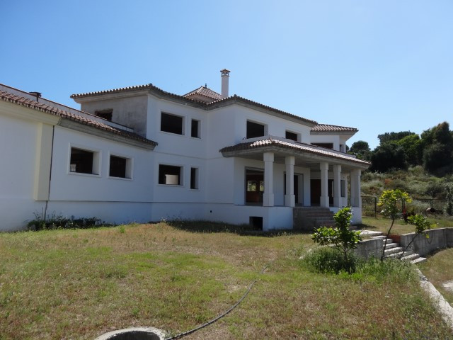 Detached villa with private pool and garden, basement, main floor and first floor.  It overlooks the,Spain