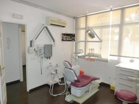 clinica dental con vistas al mar en una de las principales arterias de la ciudad,junto anumeroso com,Spain