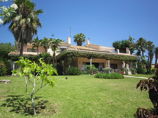 A large and spacious 4 bed, 3 bath villa for sale, situated on the front line of El Paraiso golf cou, Spain