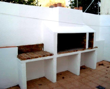Flat in Lloseta (village) semi renovated, 80 m2 useful + terrace with barbecue, 4 bedrooms, bathroom, Spain