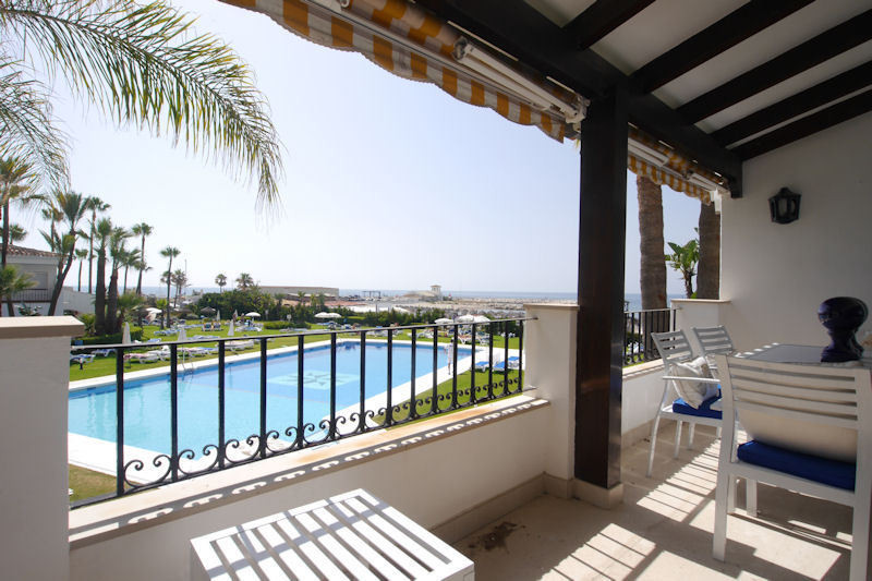 Spectacular apartment in the urbanization PUERTO DE CABOPINO surrounded by spectacular gardens, in f,Spain