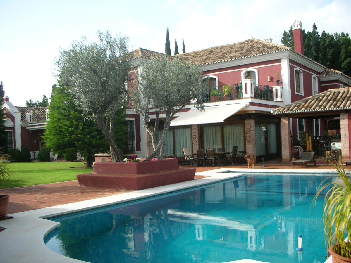 Magnificent luxury villa in one of the best areas of Marbella with breathtaking views and details th,Spain