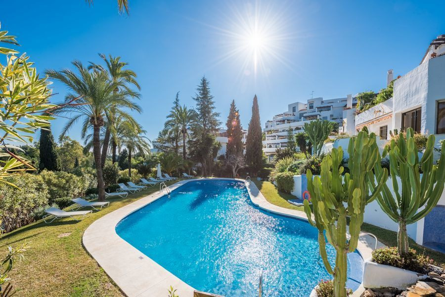 Very spacious and extremely well fitted apartment for sale in the heart of the Golden Mile. The apar Spain