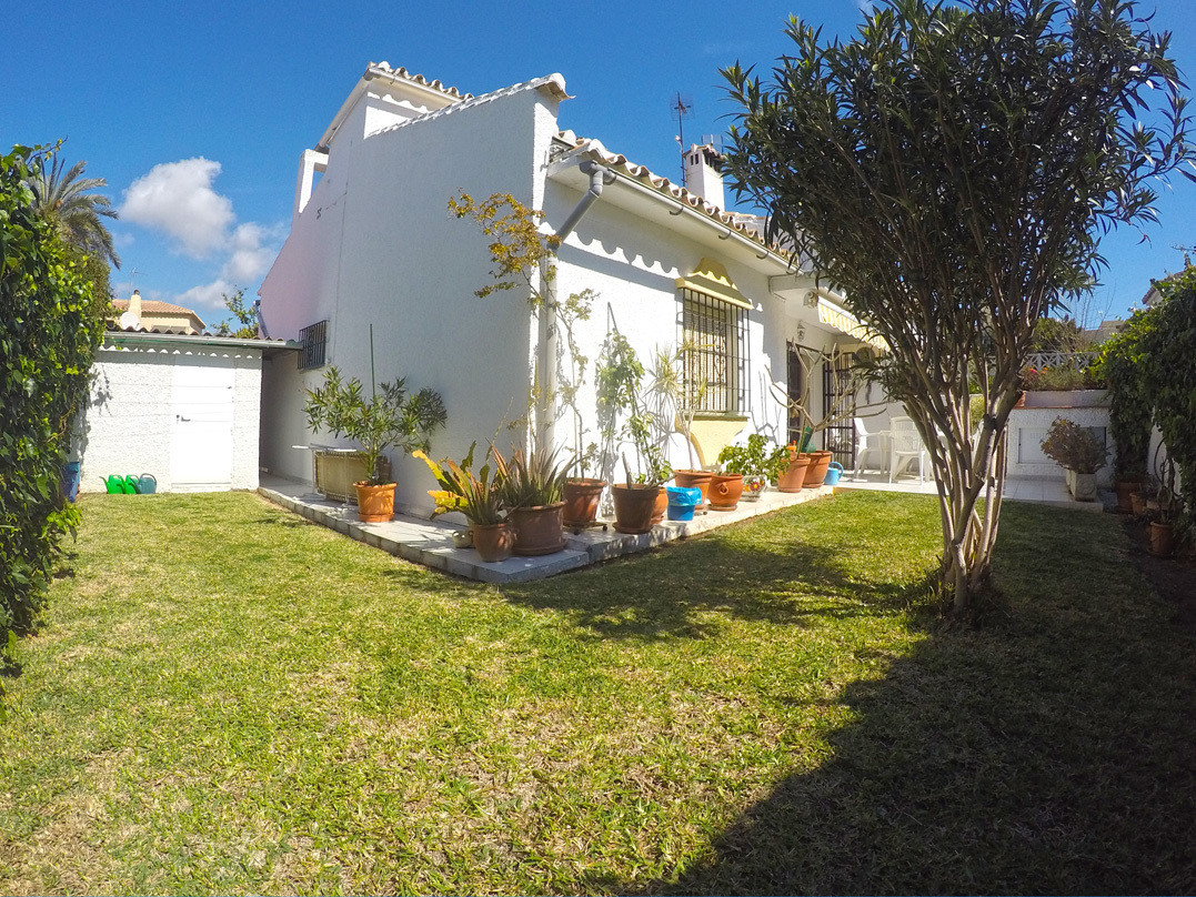 Situated in the popular residential community of Calypso in Mijas Costa, this three bedroom semi-det, Spain