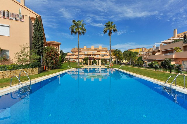 Fabulous 3 bedroom duplex penthouse situated in a very popular area of Elviria. This fabulous gated ,Spain