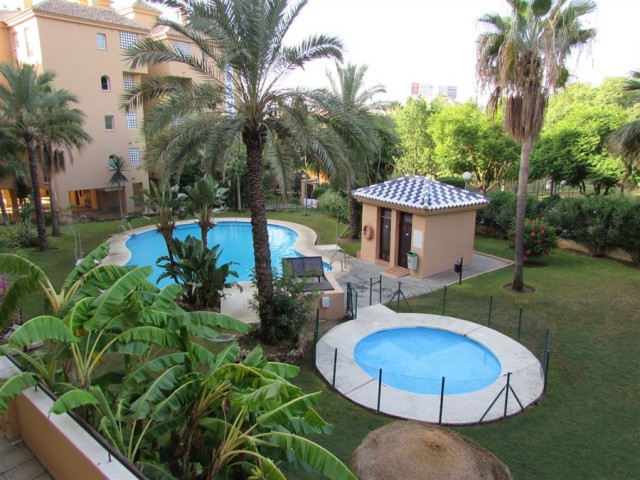 Beautiful apartment with three bedrooms and two bathrooms, in a very quiet area in the Pacos. It has,Spain