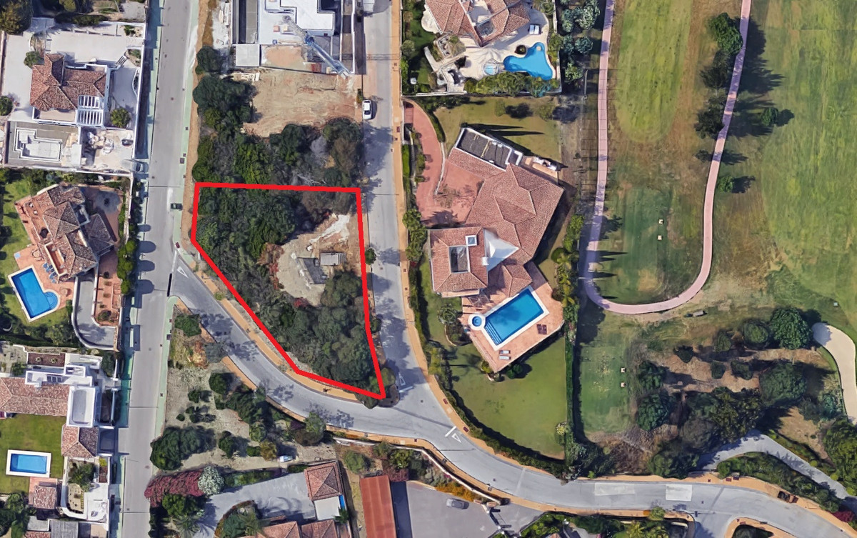 Magnificent plot of 1.000 sqm in Atalaya with corner and sea views, gives to two streets and with sl, Spain