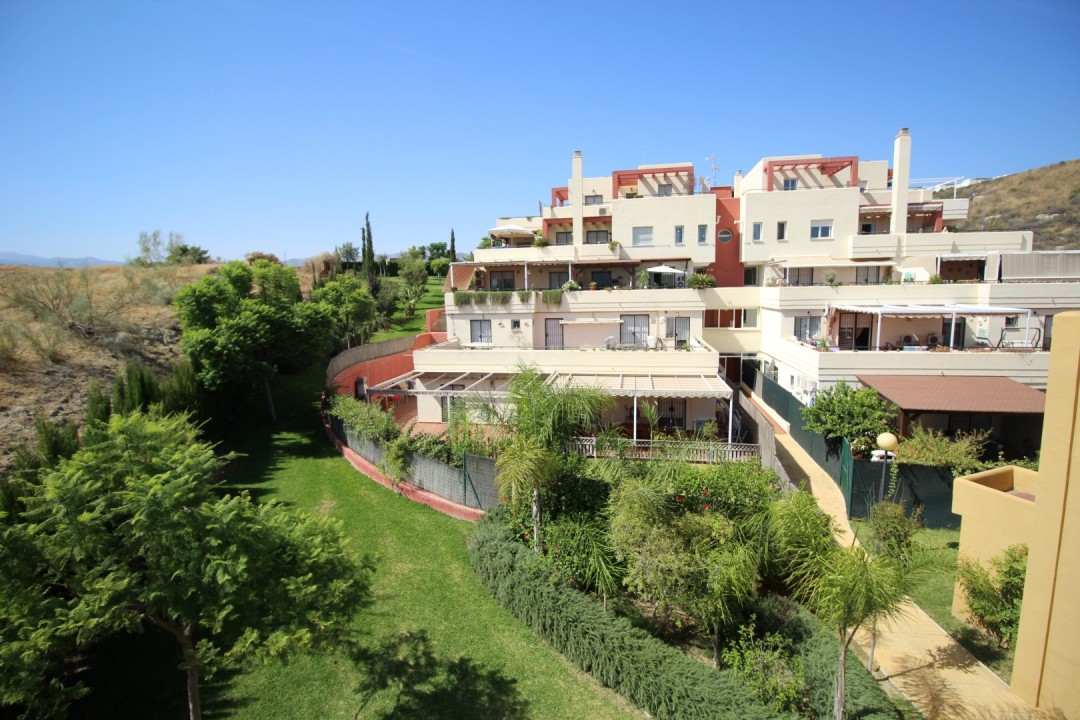 Fantastic duplex in a quiet area of Almayate. The property has a large living room, kitchen, two bed,Spain