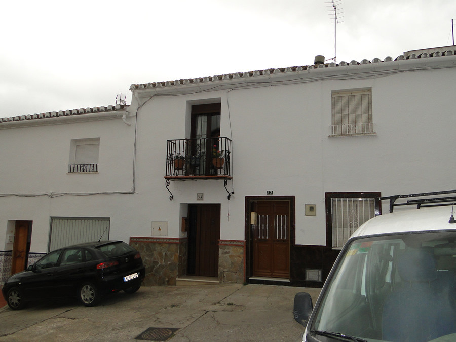 Beautiful townhouse totally renovate in the centre of Coin.   It consists of three floors, 3 bedroom,Spain