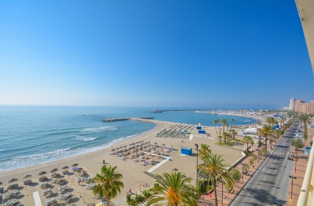 Studio in First line beach in Fuengirola.  IDEAL FOR INVESTMENT !!!  It is distributed as follows: E, Spain