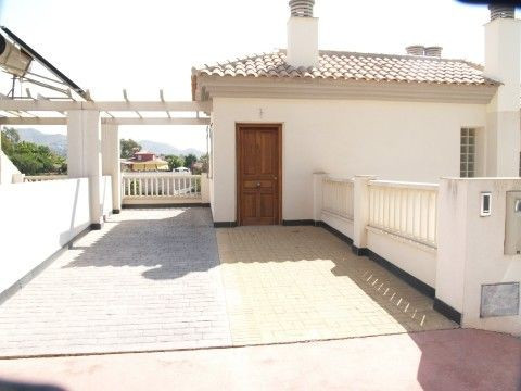 Fantastic new construction terraced townhouse, beautiful views, terrace and garden, only 2000 m to t, Spain