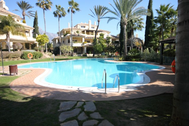 Apartment, Frontline Golf, Furnished: Negotiable, Fitted Kitchen, Parking: Underground parking, Pool,Spain