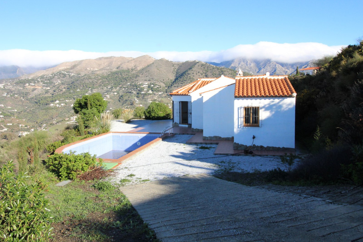 Nice new construction villa with marvellous mountain + sea views, only 15 minutes from the beach, un,Spain