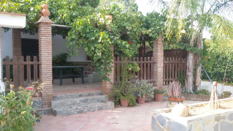 Fantastic country house on a 1500 m2 plot with 120 m2 of housing.  The property has its own well, a , Spain