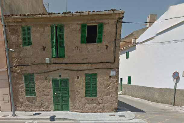 Nice townhouse to renovate for sale in Alcudia, only 10 minutes walking from the beach of Mal Pas an, Spain