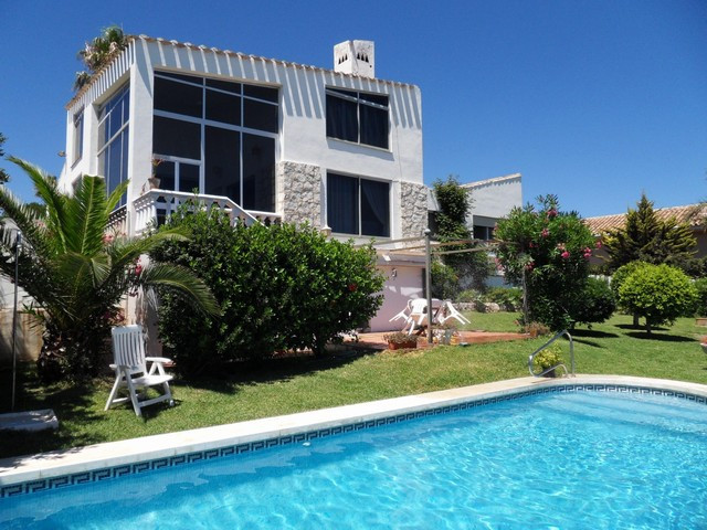 With wide sea views, and only a few minutes´ walk from the beach, this villa is in the much loved ar, Spain