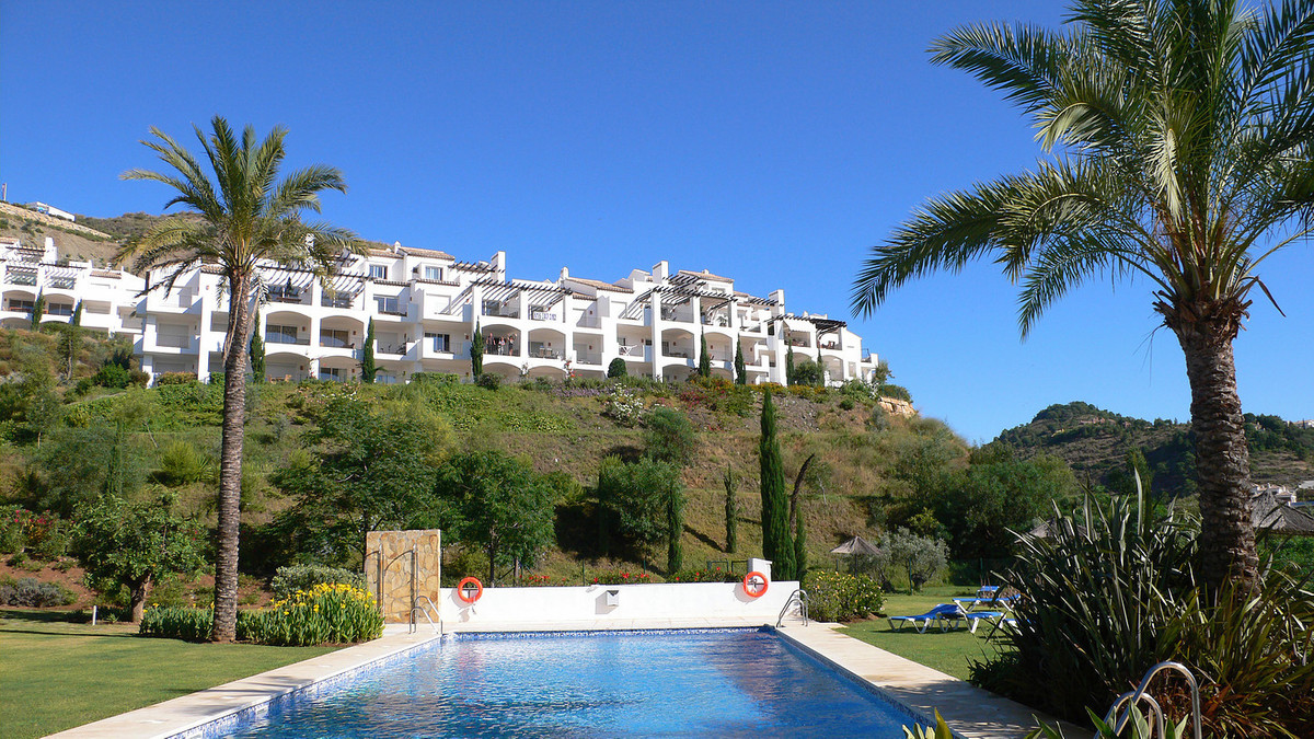 Very nicely decorated and situated apartement on the first floor in Los Altos de la Quinta. Great vi,Spain