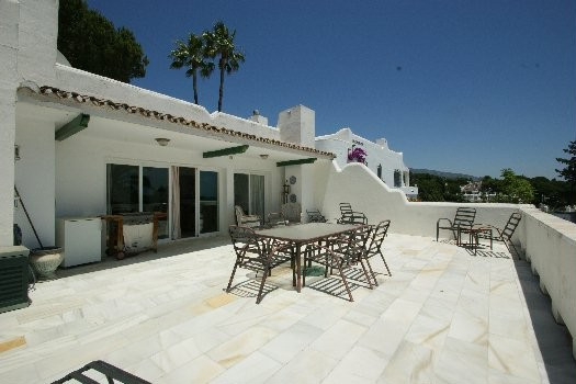 South Facing Townhouse in a gated community. Property with very large south facing terrace, lounge, ,Spain