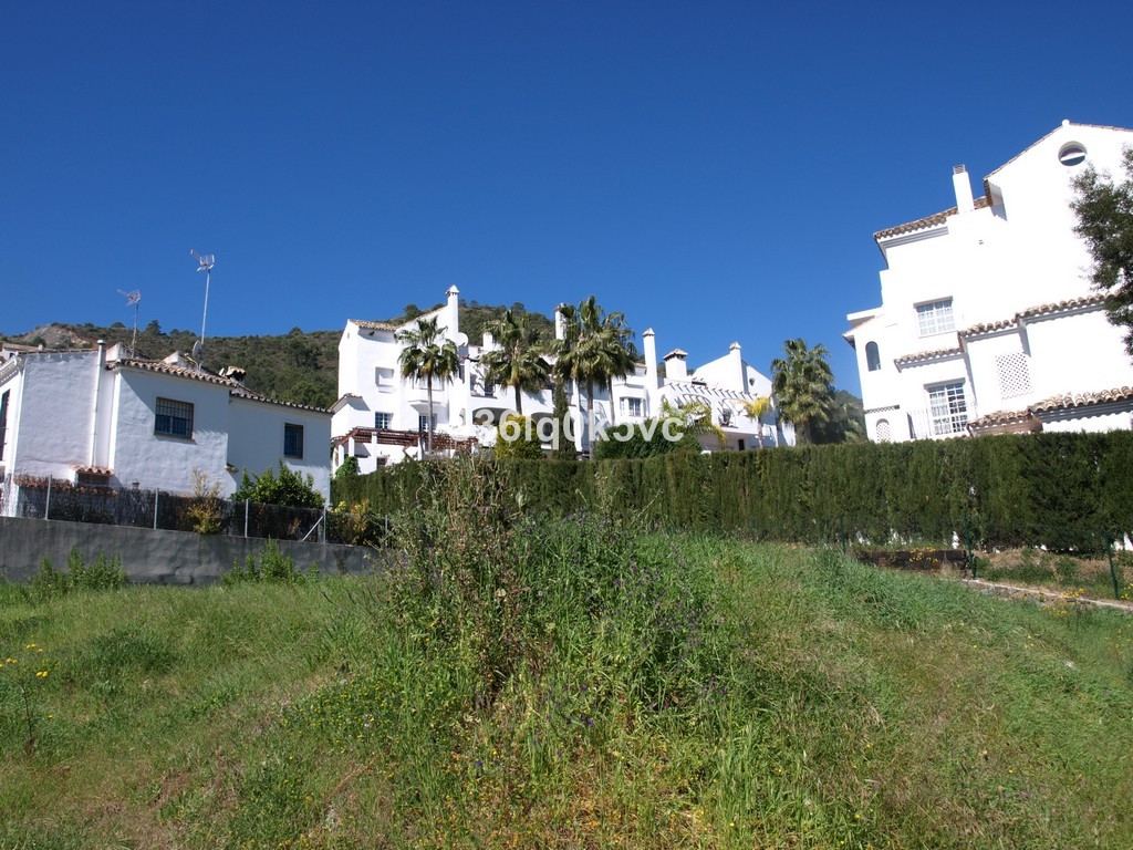 Building plot on the outskirts of the renowned Mountain village of Benahavis. The plot is to build 1,Spain