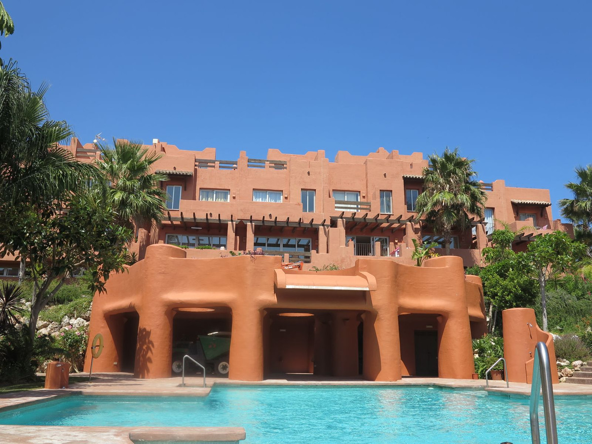 Stunning modern townhouse for sale in Magna Manilva, Rock Bay. The townhouse is composed of 4 levels,Spain