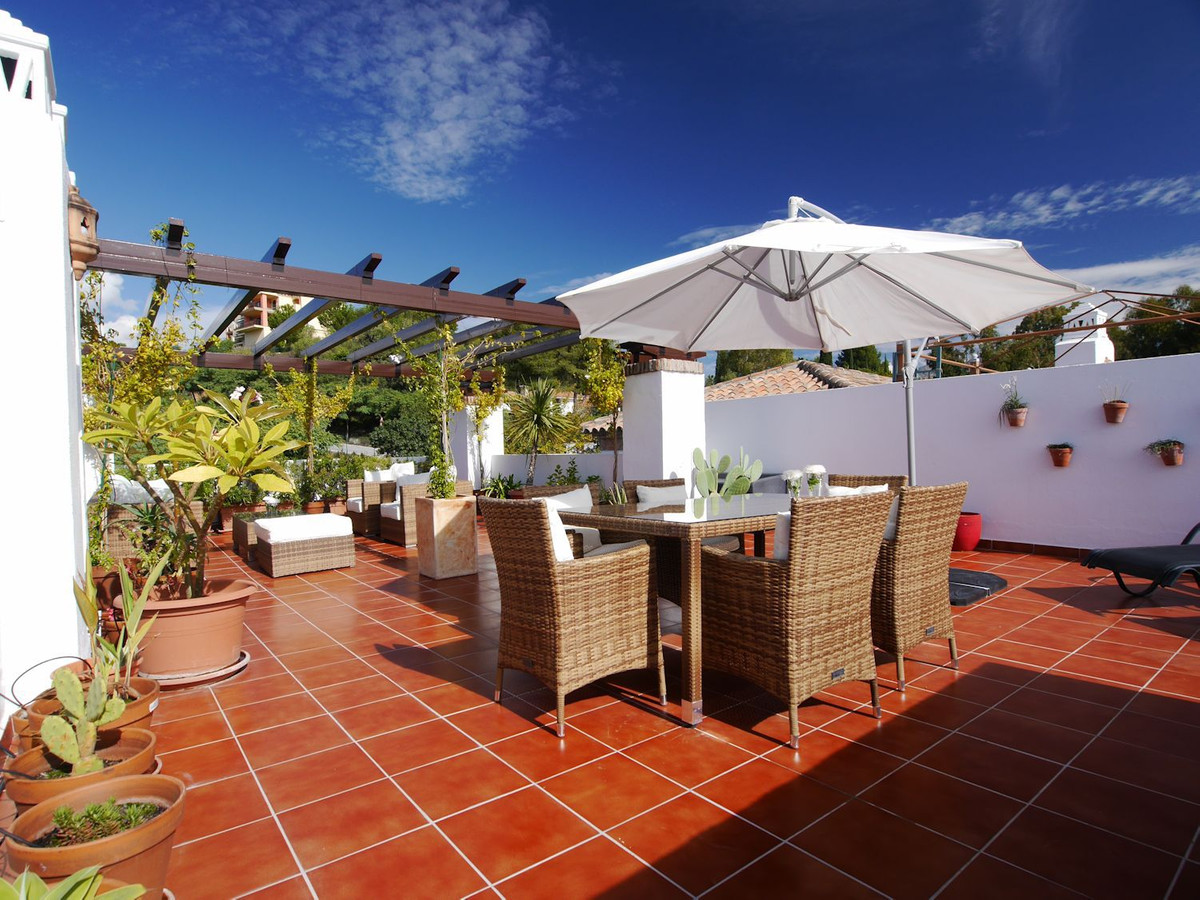 A great opportunity to buy a penthouse with a fantastic roof terrace just 9 or 10 minutes drive from,Spain