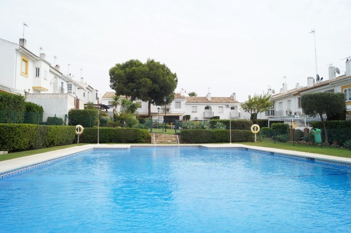 HOUSE OF 3 FLOORS WITH POOL  Gated, pool, 3 bedrooms plus another room in a large basement, 3 bathro, Spain