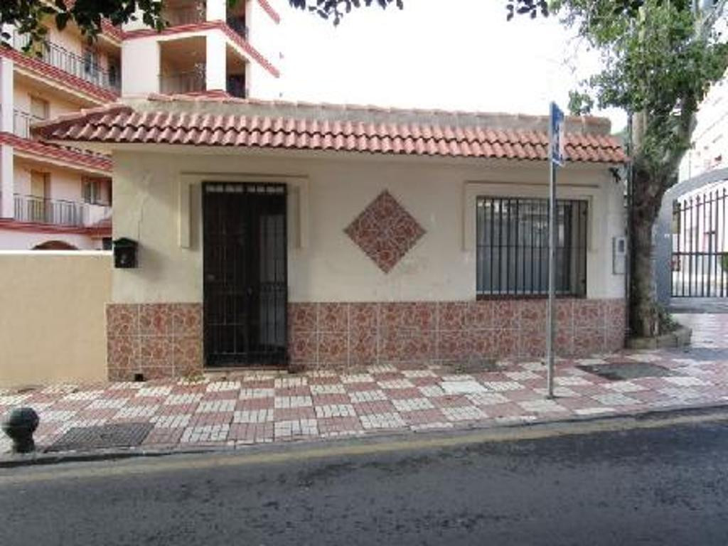 Bank repossession  detached house which is part of the urbanisation with  2 bedrooms and 2 bathrooms,Spain