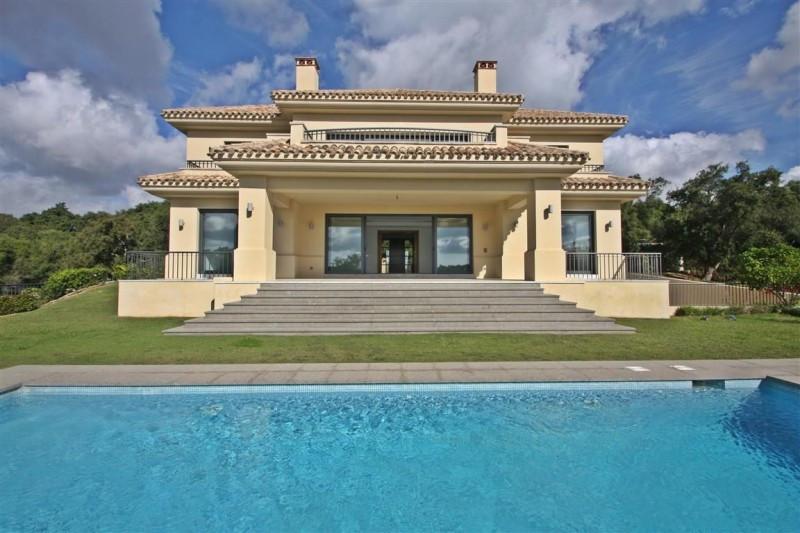 Villa for sale in Sotogrande, with 4 bedrooms, 4 bathrooms, 4 en suite bathrooms, 1 toilets and has ,Spain