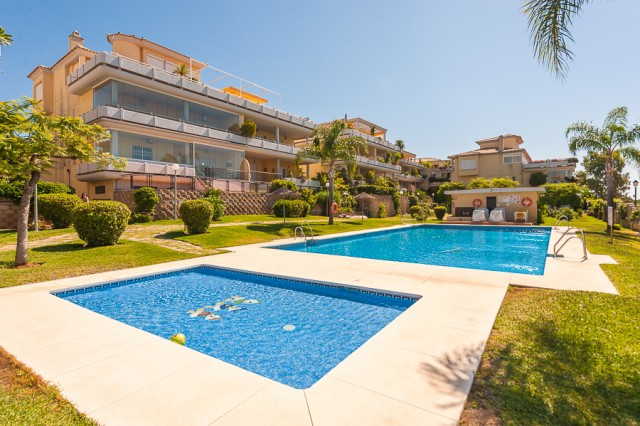 Fabulous duplex penthouse situated in the prestigious area of Cabopino, inside a gated and well main,Spain