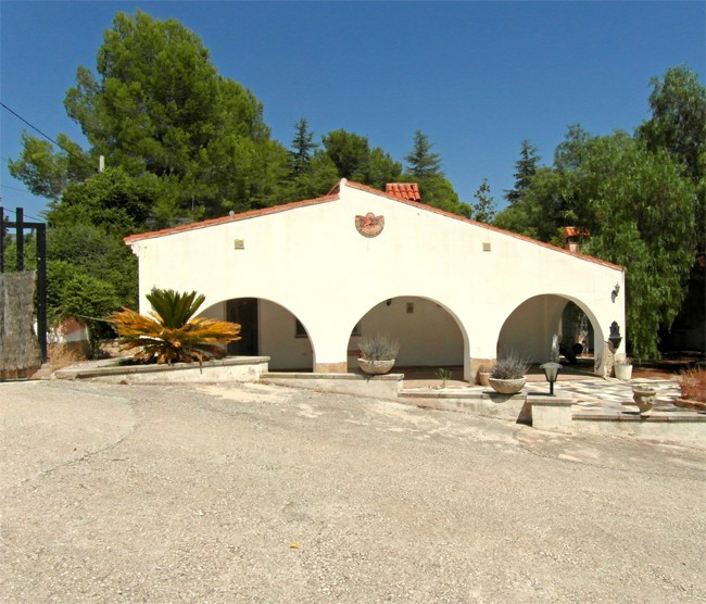 This lovely villa of 110m2, ofn a plot of nearly 6000m2, has been recently restored and has a fully , Spain