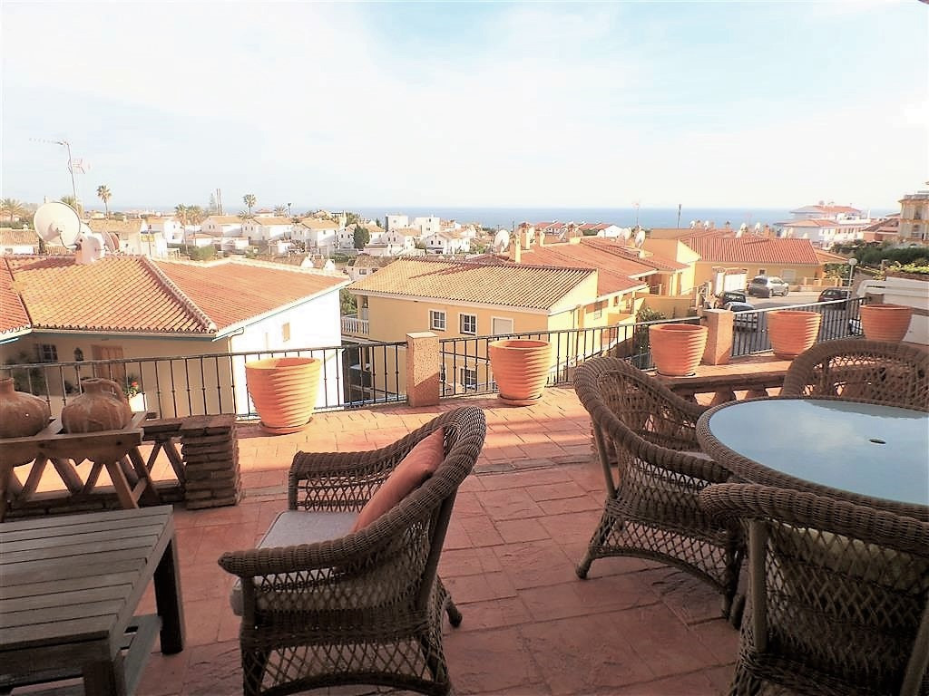 Beautiful apartment in one of the quietest urbanizations of Mijas Costa, only 10 km from Fuengirola , Spain