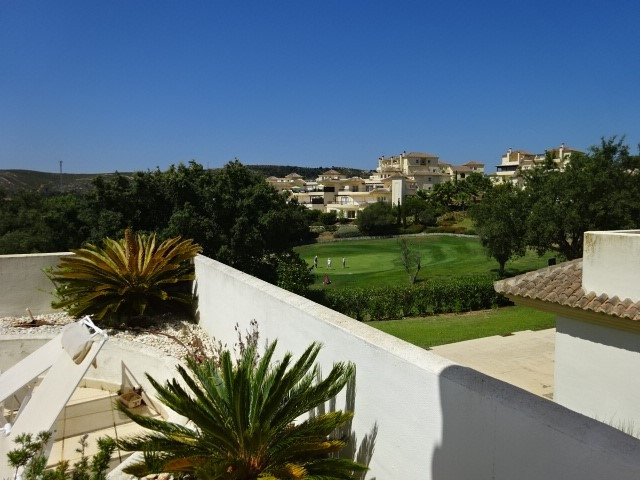 Located in the exclusive gated community of the San Roque Golf Club. This lovely sunny two bedroom a,Spain