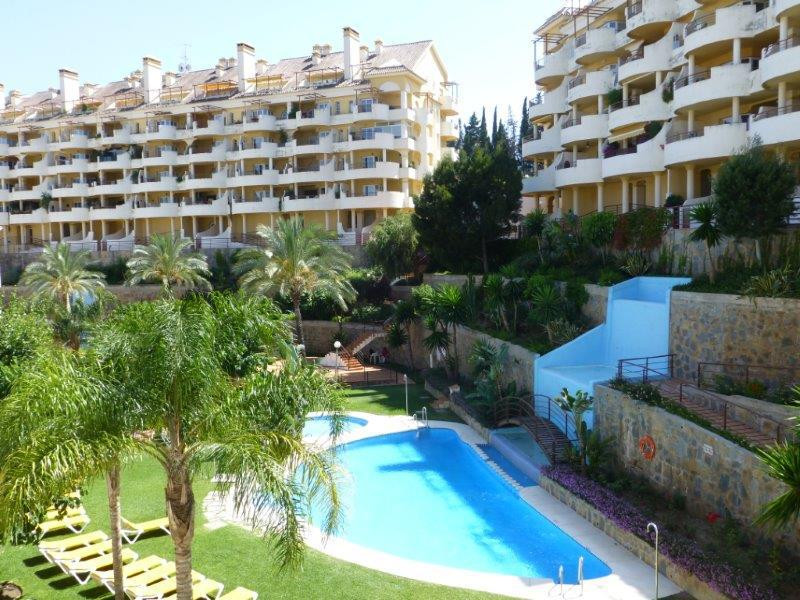 - Duplex Apartment in Nueva Andalucia -  Apartment with 3 bedrooms and 4 bathrooms in the middle flo,Spain