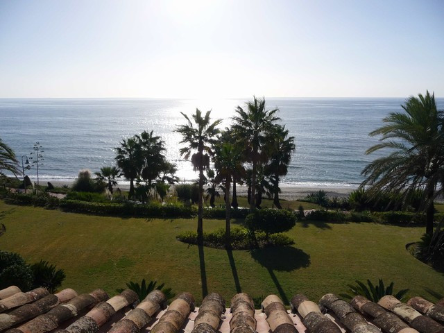 The property is situated within an area of considerable growth, between the towns of San Pedro de Al,Spain
