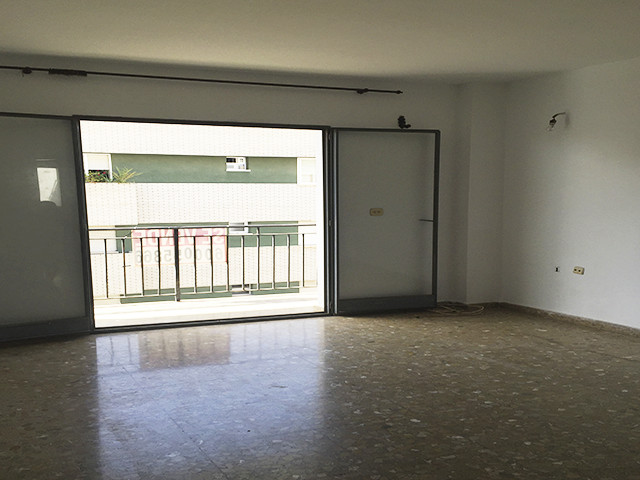 LARGE 3 BEDROOM APARTMENT IN CENTRAL NERJA ONLY 2 MINUTES WALK TO BALCON DE EUROPA AND BEACHES.  Som, Spain
