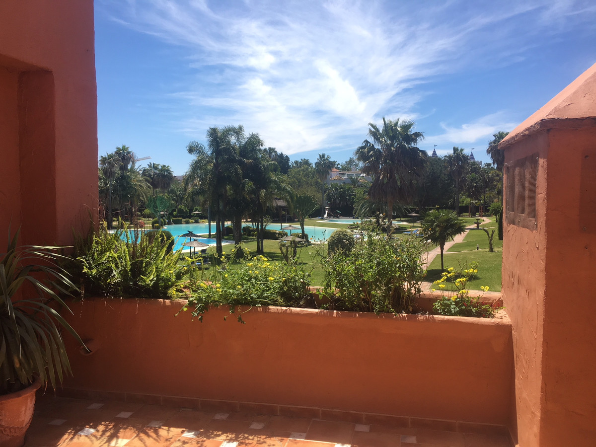Middle Floor Apartment, Guadalmina Baja, Costa del Sol. 3 Bedrooms, 3 Bathrooms, Built 150 m², Terra, Spain