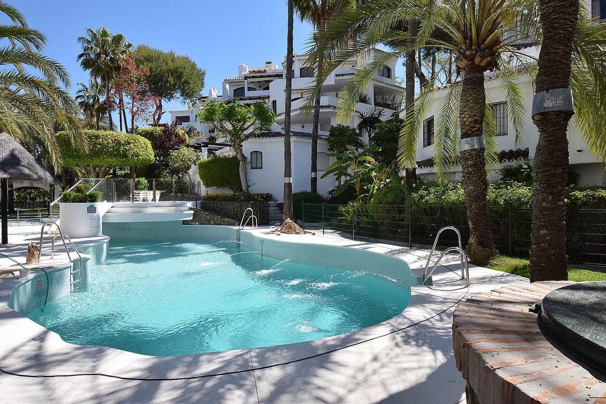 Great apartment located in an urbanization in frontbeach in Elviria. Ground floor distributed in 3 l,Spain