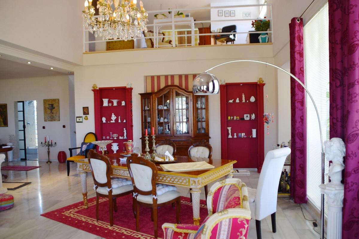 Detached Villa, Estepona, Costa del Sol. 3 Bedrooms, 3 Bathrooms, Built 447 m², Terrace 67 m², Garde,Spain