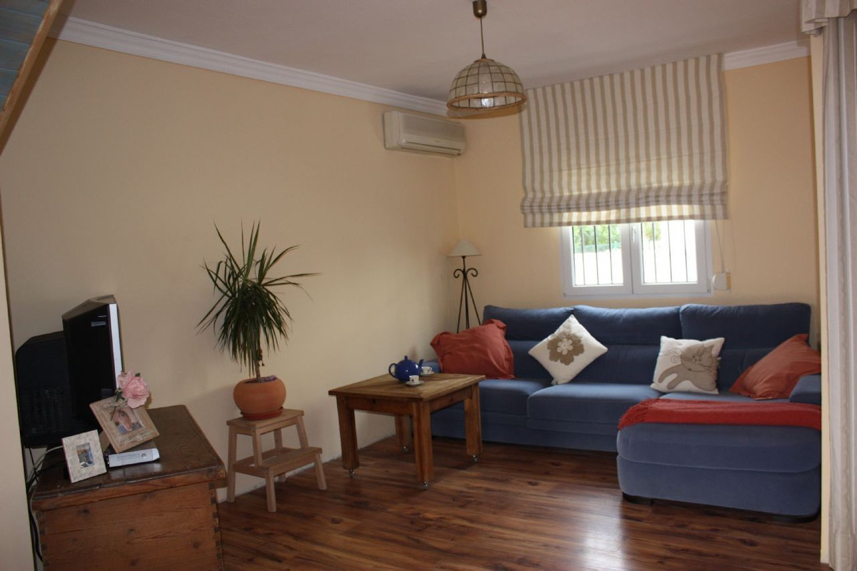 Nice townhouse in Bel Air area. Bars, banks and supermarkets available close to.  3 bedrooms with wa,Spain