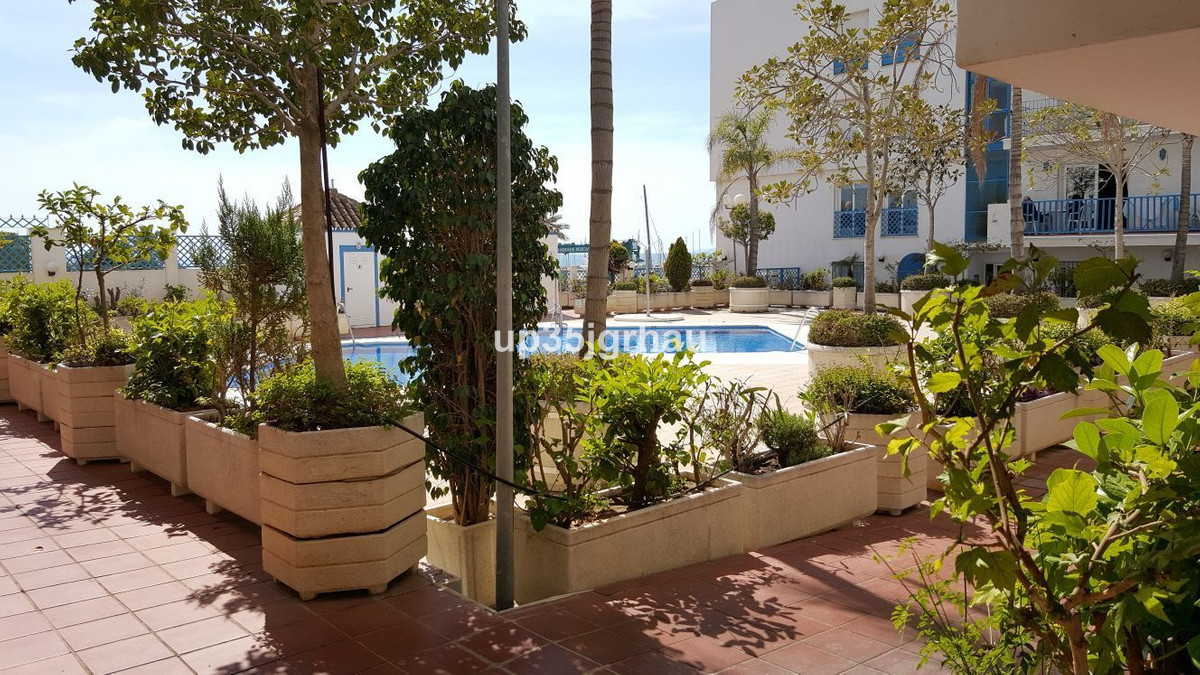 Middle Floor Apartment, Estepona, Costa del Sol. 2 Bedrooms, 2 Bathrooms, Built 87 m².  Setting : Be Spain