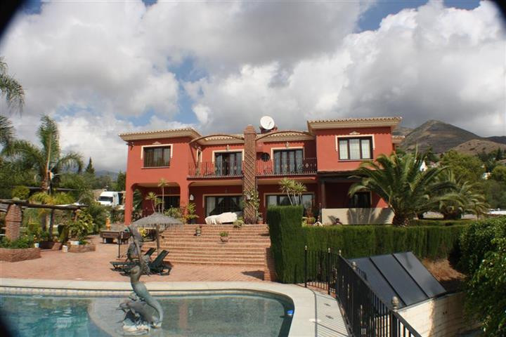 AN AMAZING LUXURIOUS 7 BEDROOM, 7 BATHROOM DETACHED VILLA WITH SEPARATE GUEST ACCOMODATION IN BENALM, Spain