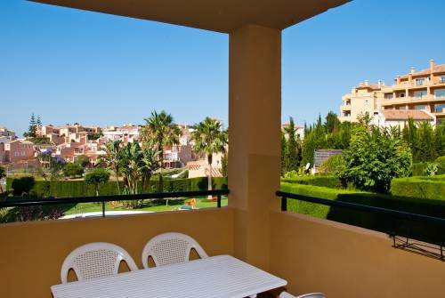 Luxurious furnished 3 bedroom apartment in Riviera del Sol. Very good orientation (southwest), views, Spain