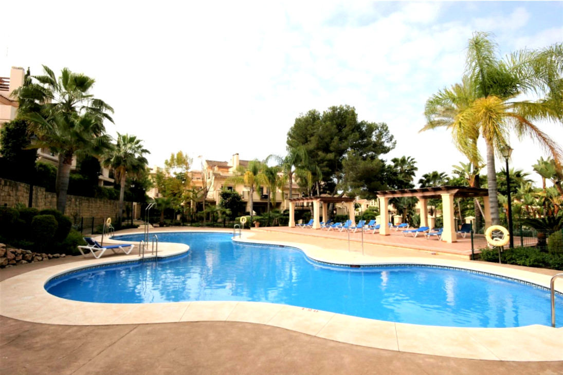 2 bedroom apartment in Aloha  Apartment located in the area of Aloha, just 10 minutes to Puerto Banu, Spain