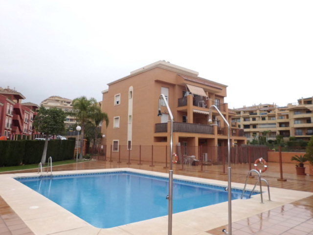 Excellent opportunity to purchase 2 bedrooms and 2 bathrooms apartment in good condition located nea,Spain