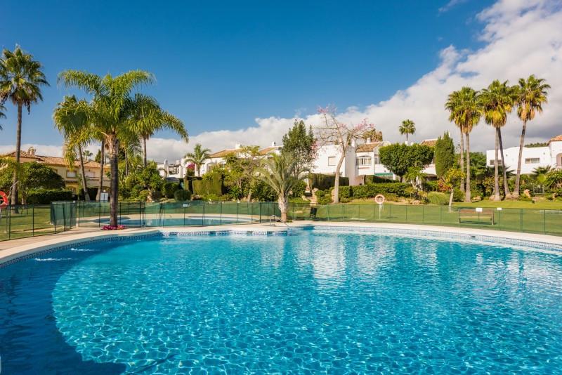 Town House for sale in Bel Air, Estepona, with 3 bedrooms, 2 bathrooms, 1 en suite bathrooms, 1 toil,Spain