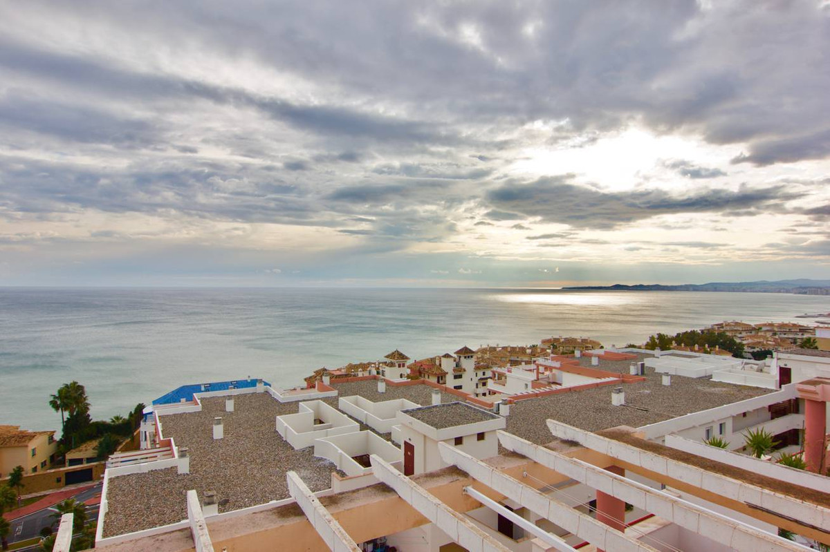 Fantastic 3 bedrooms, 2 baths penthouse with a 40m2 terrace, offering breathtaking sea views. Locate, Spain