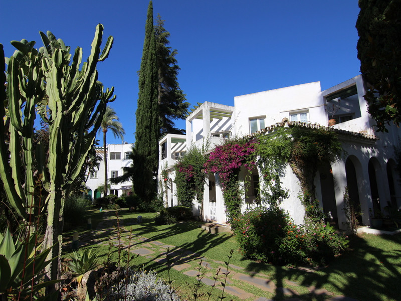 Townhouse in Hoyo 16 direct on the Mijas golf course. Offering a 2 bedroom and 2 bathroom ensuite to,Spain