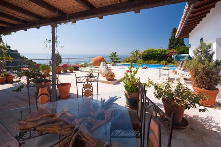Lovely located villa with a super view to the sea at he popular area of Cotobro. Recently refurbishe, Spain